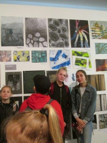 Úspěch žáků na výtvarné přehlídce v Lidicích f05