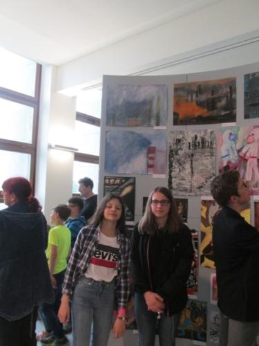 Úspěch žáků na výtvarné přehlídce v Lidicích f06