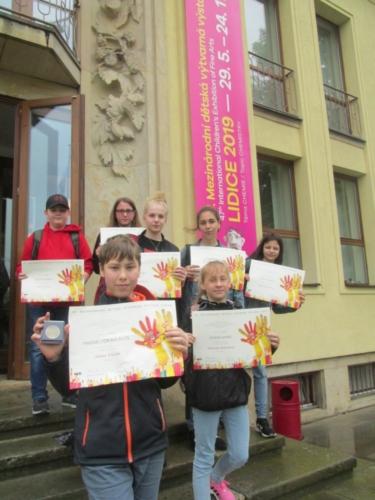 Úspěch žáků na výtvarné přehlídce v Lidicích f07