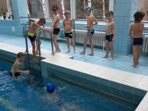 Prvňáci v bazénu ZŠ F. Hrubína f01