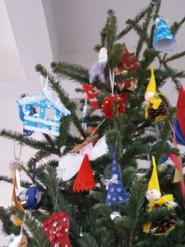 Úspěch ŠD v soutěži havířovských škol o nejkrásnější vánoční ozdobu f04